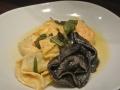 Gemischte Tortelacci in Buttersalbeisoße
